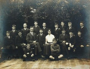 Moor Allerton School photo c.1914